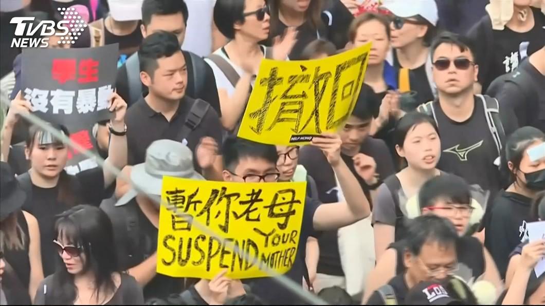反送中大遊行,16日下午引起許多香港民眾發動上街抗議示威。(圖/TVBS) 反送中大遊行!林鄭月娥301字聲明:停止修訂逃犯條例