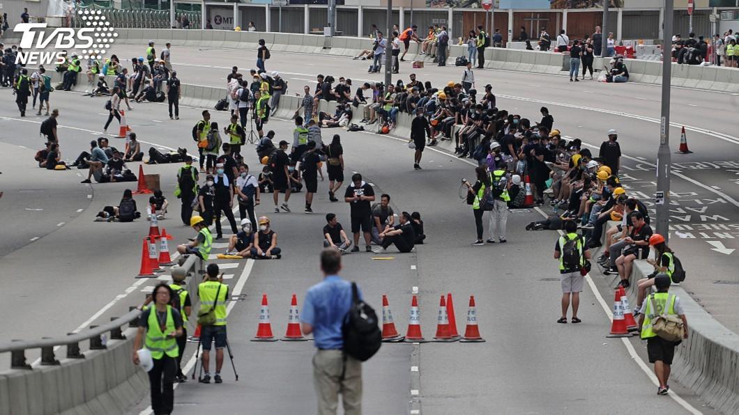圖/中央社 反送中示威者占領夏愨道 持續施壓港府