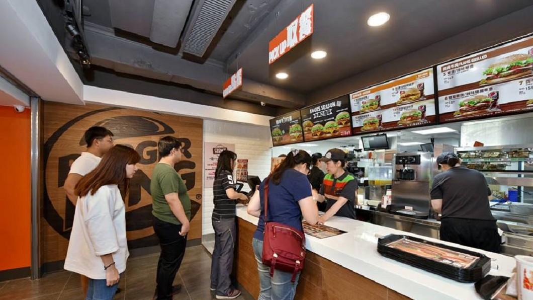 漢堡王推出長達56天的買1送1優惠。圖/翻攝BurgerKing 漢堡王火烤美味分享團 速食推「這些」通通買1送1 超佛心優惠連56天!