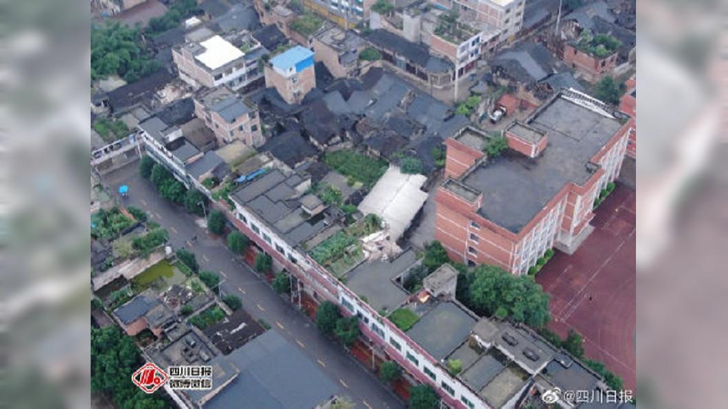 四川發生強震,多處房屋倒塌。圖/翻攝自四川日報微博