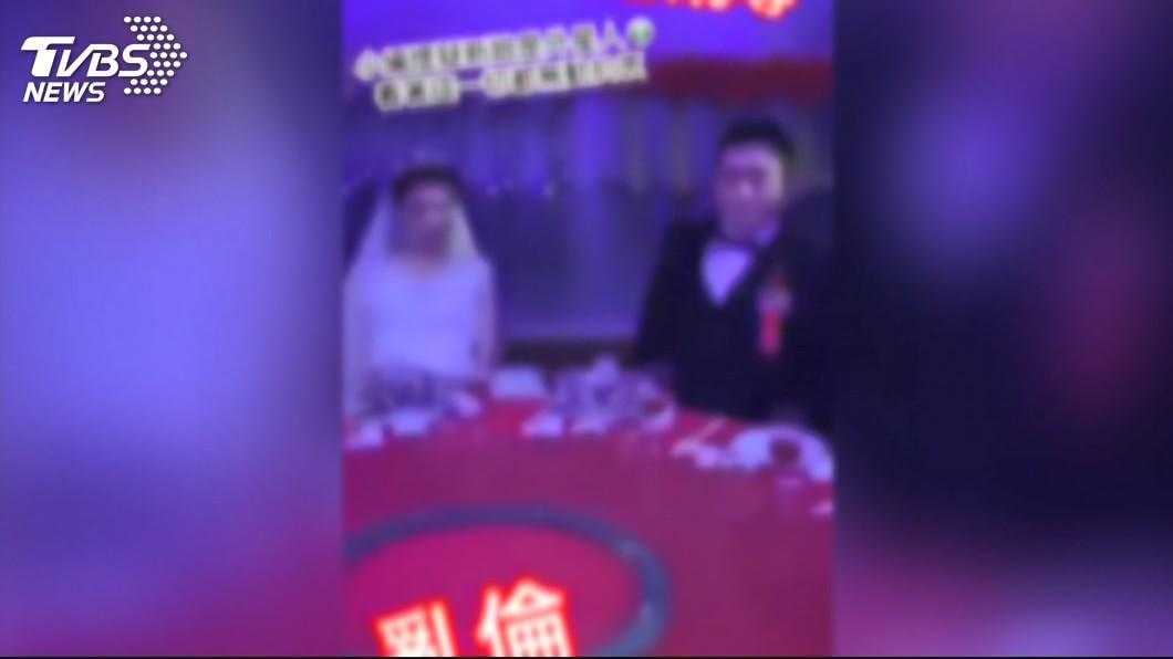 婚宴會場上被人闖入擾亂,引發各界議論紛紛。(圖/TVBS)