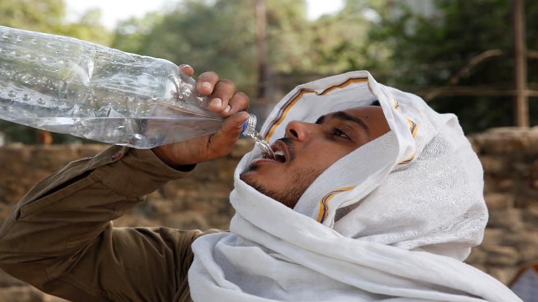 圖/達志影像美聯社 50度熱浪侵襲奪命 乾旱缺水印度經濟慘