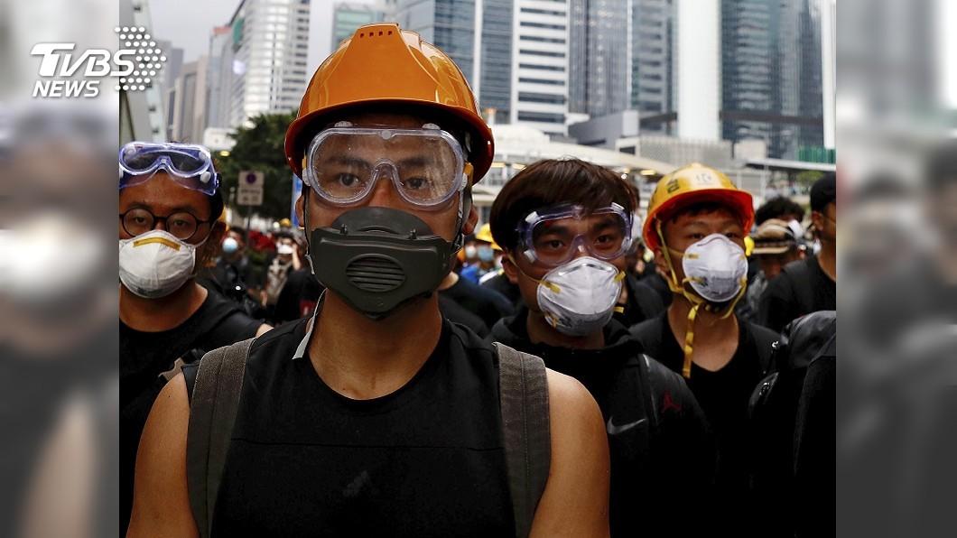 圖/達志影像美聯社 防大陸監控 港抗議民眾戴口罩防毒面具
