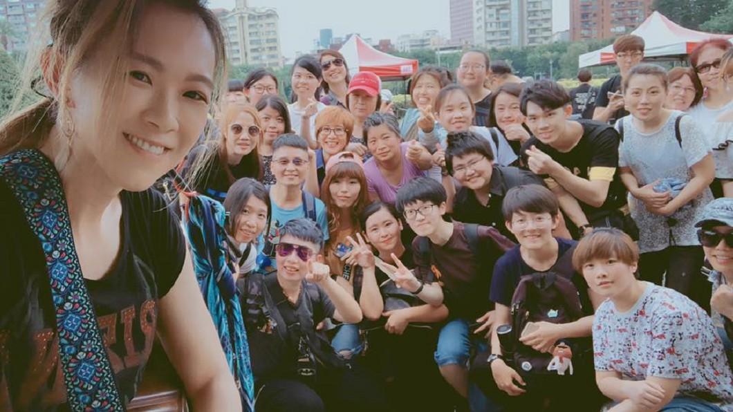 張芸京考上台北市街頭藝人。圖/翻攝張芸京 Jing Chang臉書 錄取率13%!冠軍歌手自彈自唱 考上台北市街頭藝人