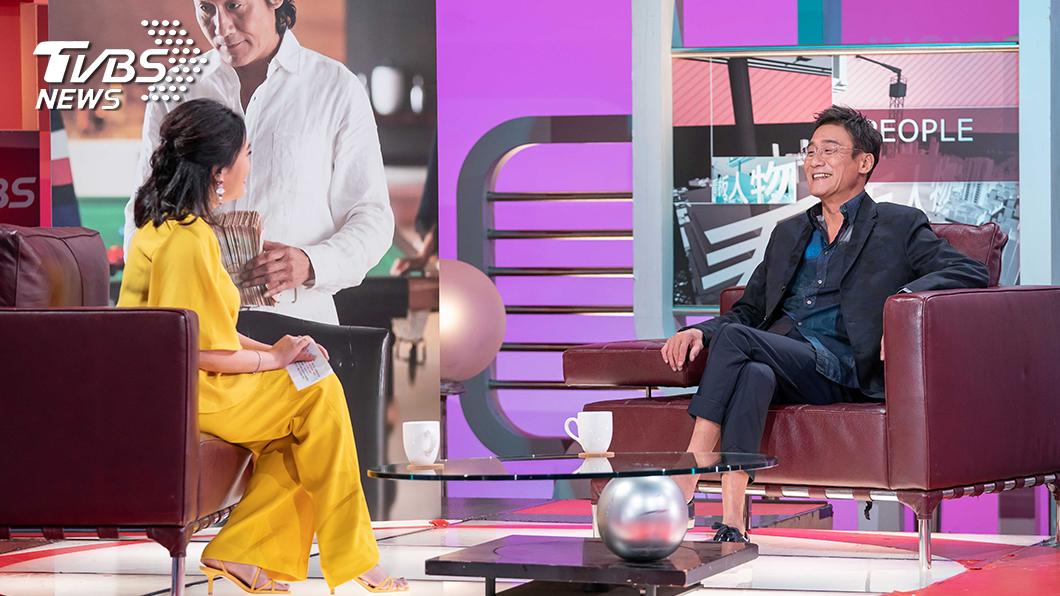 梁家輝接受《TVBS看板人物》主持人方念華專訪(圖/TVBS) 影帝梁家輝堅持人性演出 保持平凡心讓感情保鮮