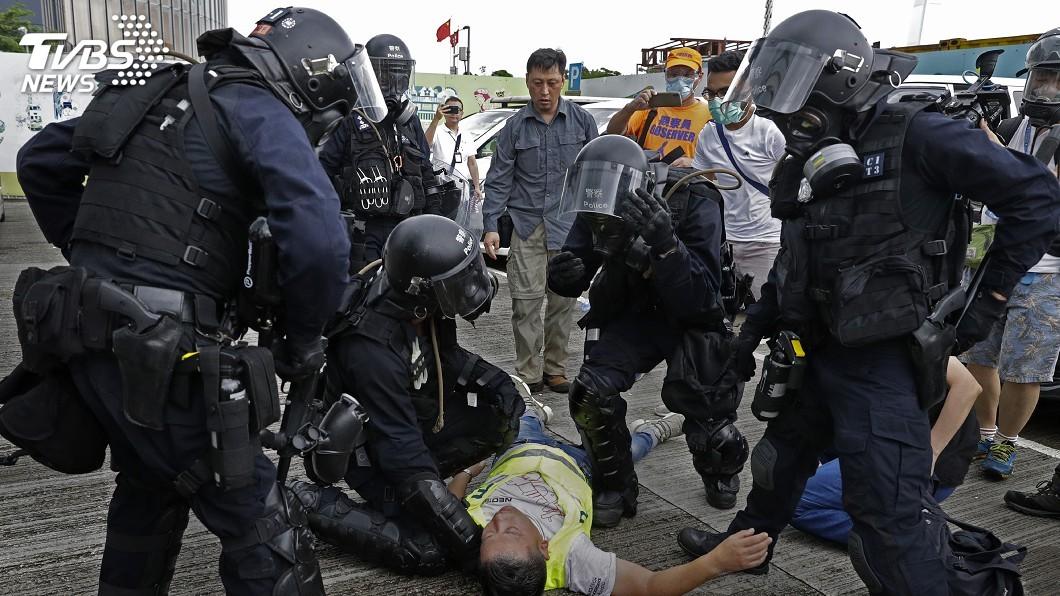 粗暴驅散民主示威 港速龍小隊成人民公敵