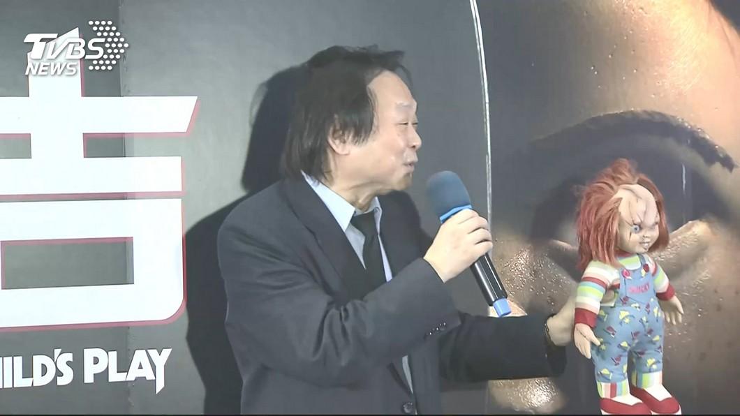 圖/TVBS 王世堅、恰吉同台 首映拿刀笑喊「市長呢」