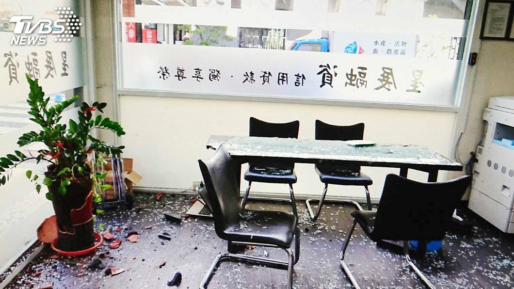 圖/中央社 台南融資公司遭4男持球棒砸店 警方調查釐清
