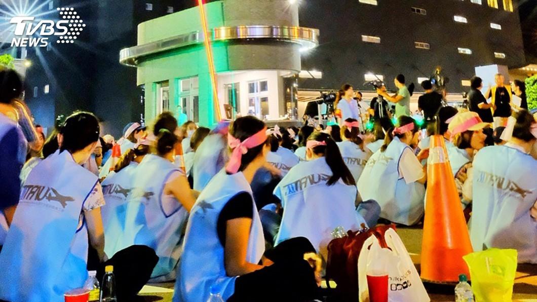圖/中央社 長榮空服員罷工 採「做1休1」輪班靜坐抗爭
