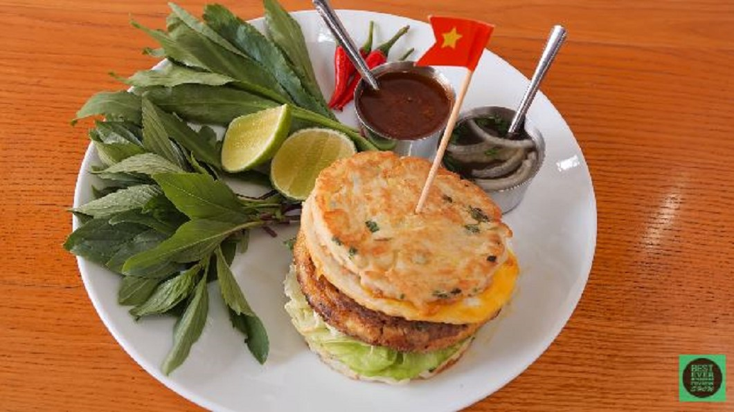 圖/翻攝自Best Ever Food Review Show youtube 迎合當地人飲食習慣 越南漢堡力拚在地化