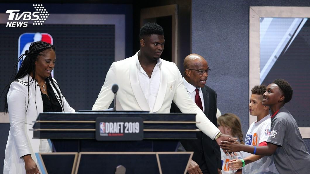 圖/達志影像路透社 威廉森榮登NBA選秀狀元 淚眼感謝母親
