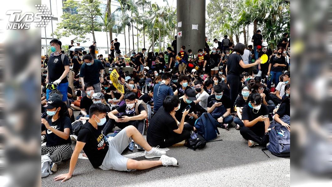 圖/達志影像美聯社 香港反送中升級! 學生突襲包圍政總、警總