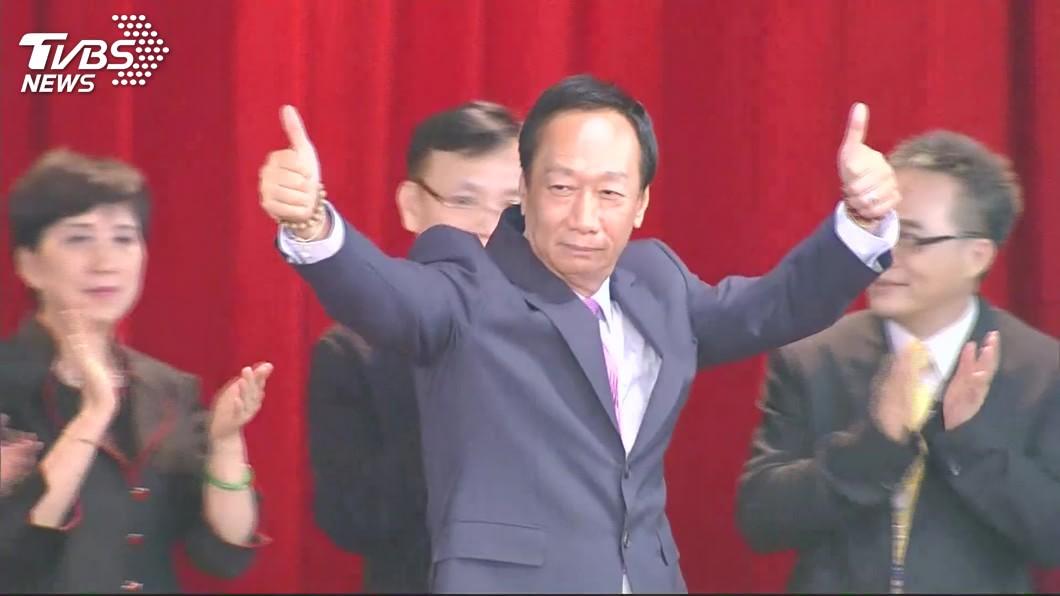 郭台銘21日交棒董事長。圖/TVBS 郭台銘搭捷運秒坐博愛座 隨扈緊張:總裁幾歲可以嗎?