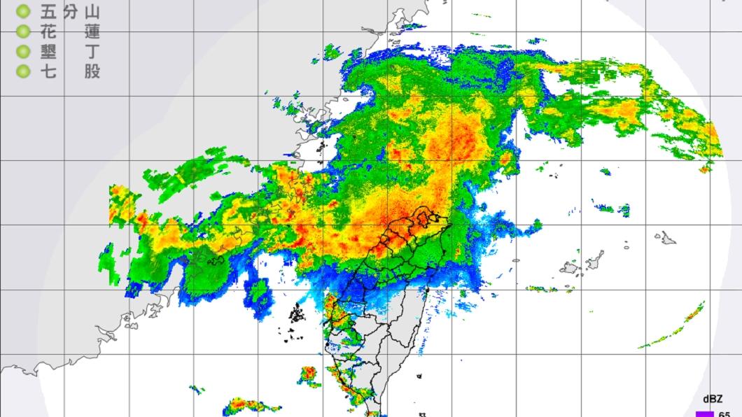 圖/翻攝自中央氣象局 鋒面強對流南壓 北北基等16縣市發布大雨特報