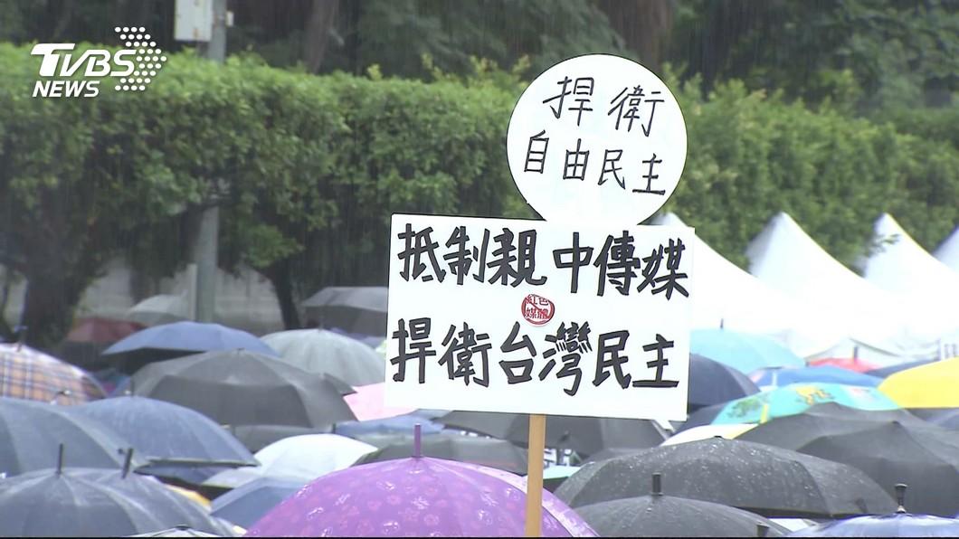 圖/TVBS 館長首戰反紅媒 主辦單位稱10萬人湧凱道