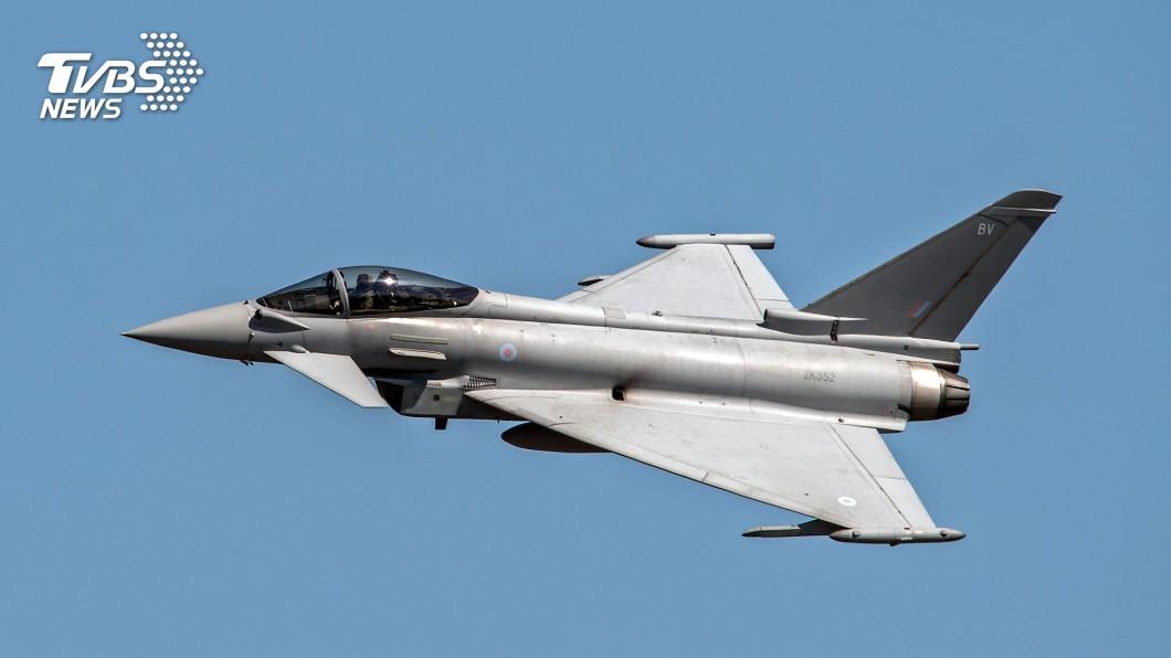 示意圖/TVBS(此圖為英國皇家空軍戰鬥機Eurofighter Typhoon) 英女酒醉機上鬧事遭制伏 戰機護送返航