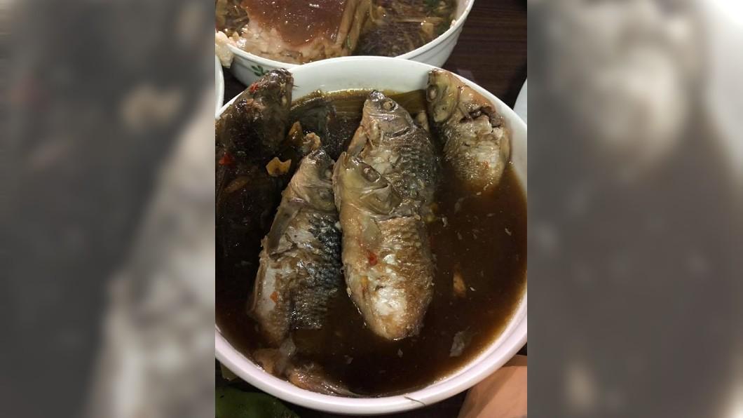 圖/翻攝自臉書「爆廢公社」 她好奇這道魚「年輕人不會吃」?網曝精華在這