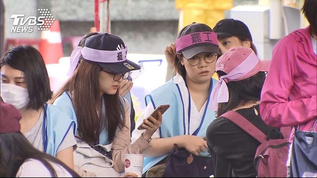 長榮空服員的罷工行動,目前已經進入第5天。(圖/TVBS) 長榮空服員罷工挨批貪婪?苦苓提6大誤解「以正視聽」
