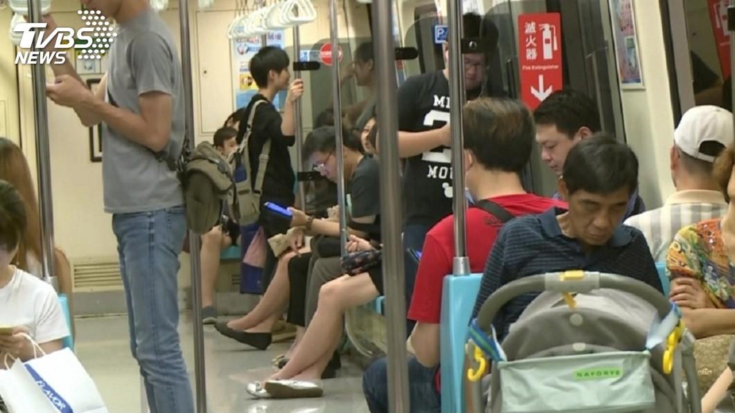 許多民眾的生活每天都離不開捷運。(示意圖/TVBS) 見工人搭捷運…屁孩嫌髒汗味想報警 網友怒:你的心更髒