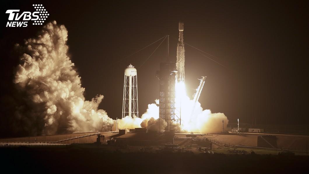 圖/達志影像美聯社 獵鷹重型火箭載衛星升空 SpaceX稱史上最難任務