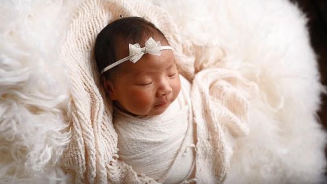 圖/翻攝自Ana Brandt YouTube 超萌畫面一秒融化父母心! 寶寶攝影客製拍攝服