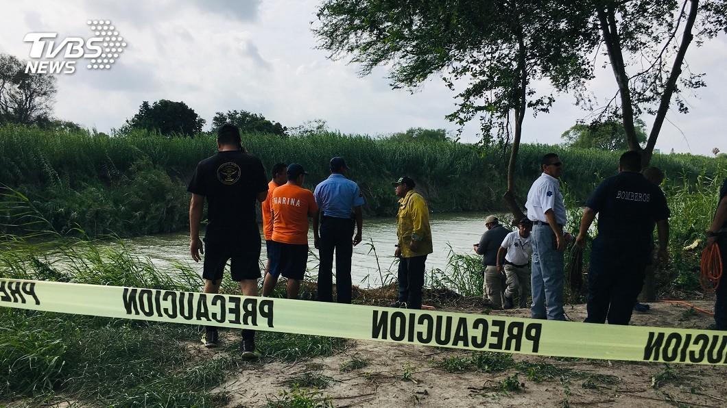 圖/達志影像美聯社 只差一步就到美國! 美墨邊境父女渡河溺斃