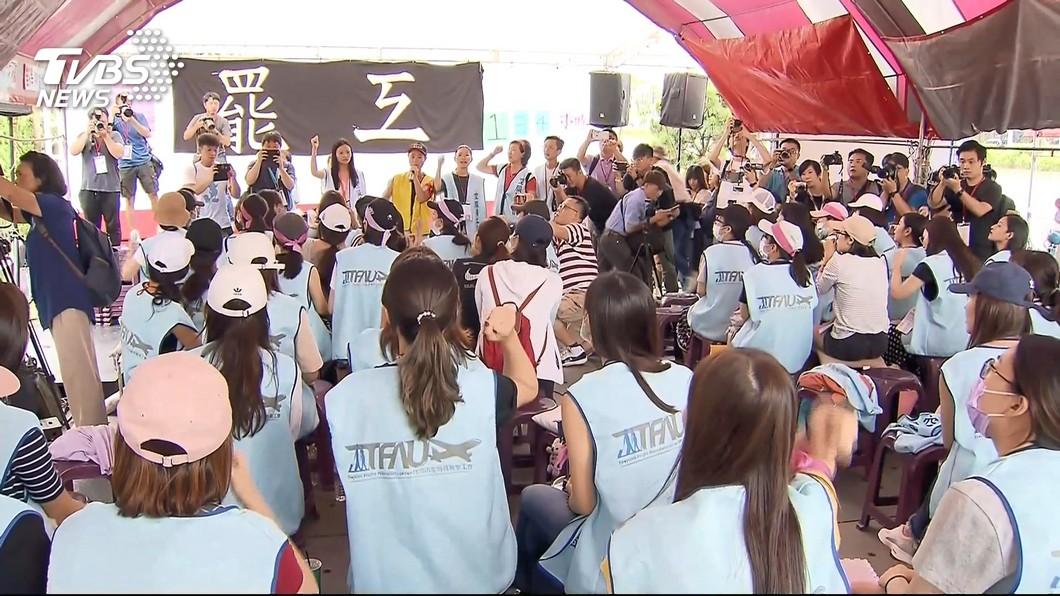 圖/TVBS資料畫面 協商又破局7/2再談!召集回棚 空服員高喊:罷到底