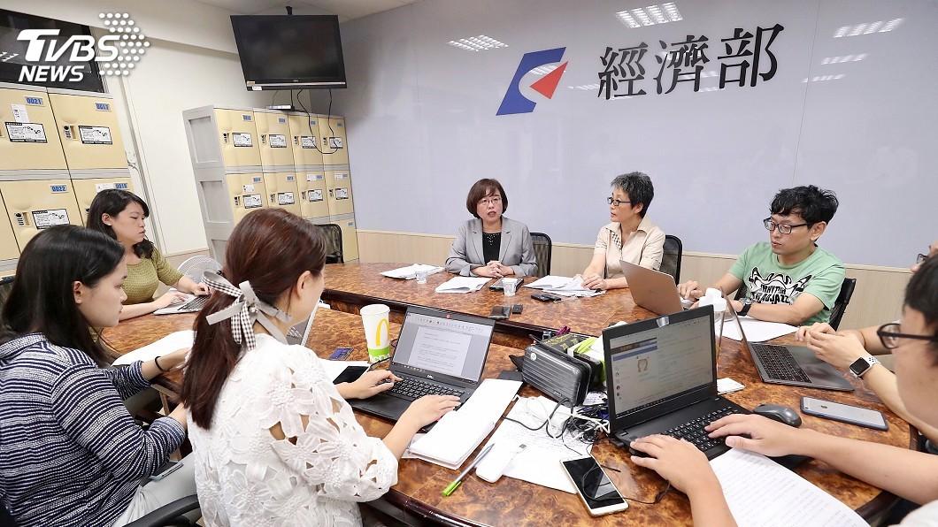 圖/中央社 雙子星案遭駁回 南海律師:投審會引述法條疑違法
