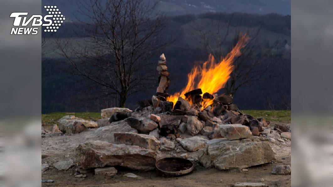 義大利布斯卡火山。圖/TVBS 世界最小「火山」高僅1.2公尺 居民拿來燒飯