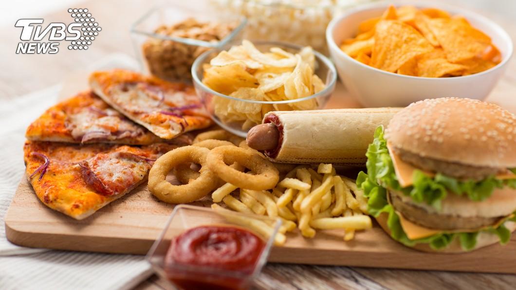 示意圖/TVBS 漢堡+可樂=大腸癌? 營養師教你「恐怖外食」健康吃