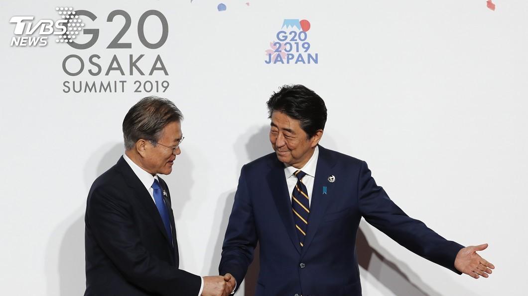 圖/達志影像美聯社 日韓關係惡化 安倍、文在寅G20僅握手不會談