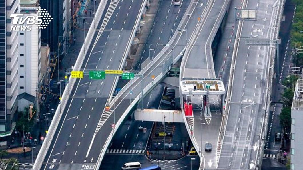圖/達志影像美聯社 大阪為G20停課淨空 護送習車隊警車翻覆