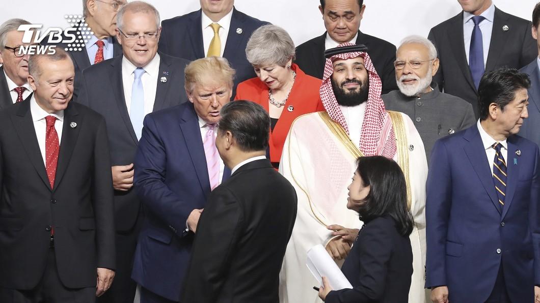 圖/達志影像美聯社 G20習主動找川普握手 安倍當面向習談香港