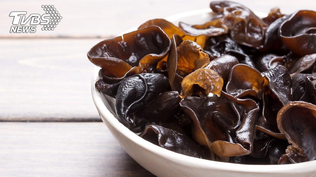 炎炎夏日,許多人都會吃涼拌菜消暑。示意圖/TVBS 吃黑木耳消暑反致命! 醫:做錯這件事