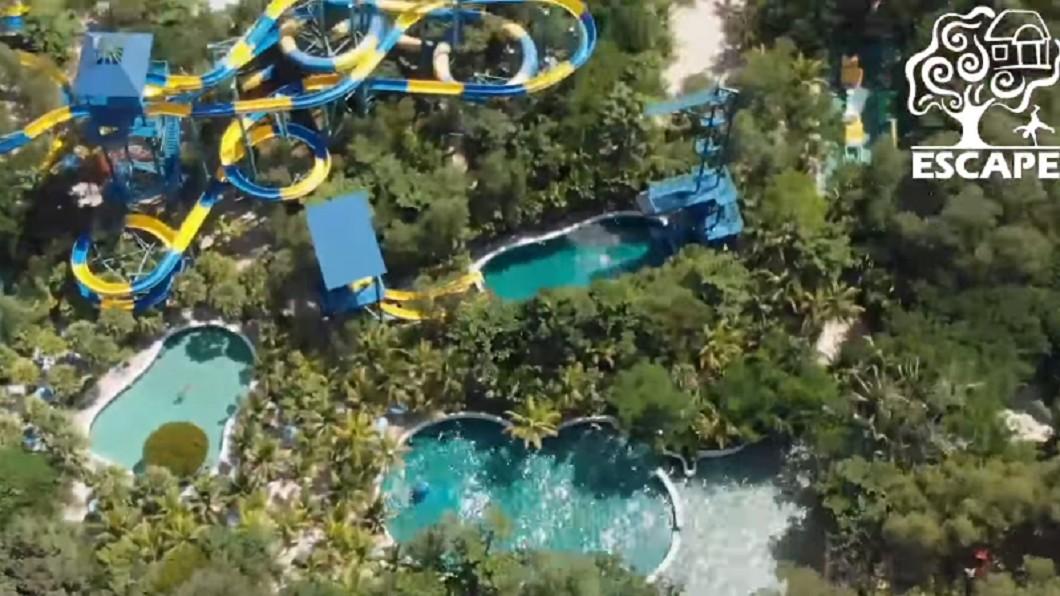 滑水道穿梭在樹林中,與大自然共存。圖/翻攝自Escape Theme Park, Penang臉書