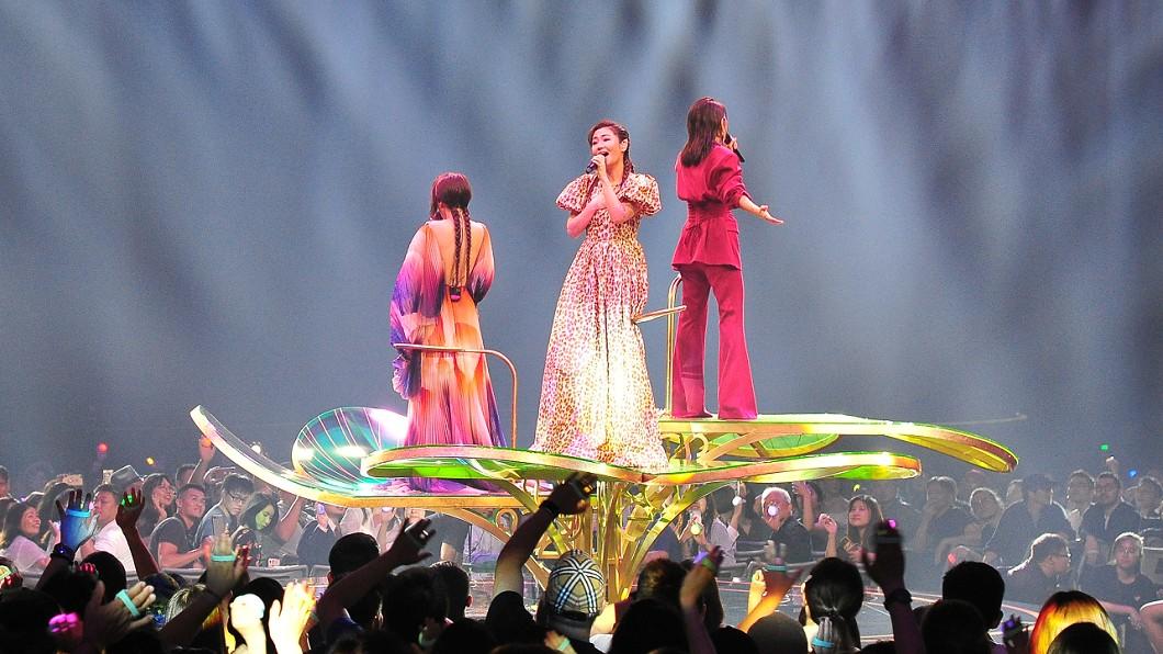 Selina金曲獎表演走音,網友相當不捨。圖/台視提供