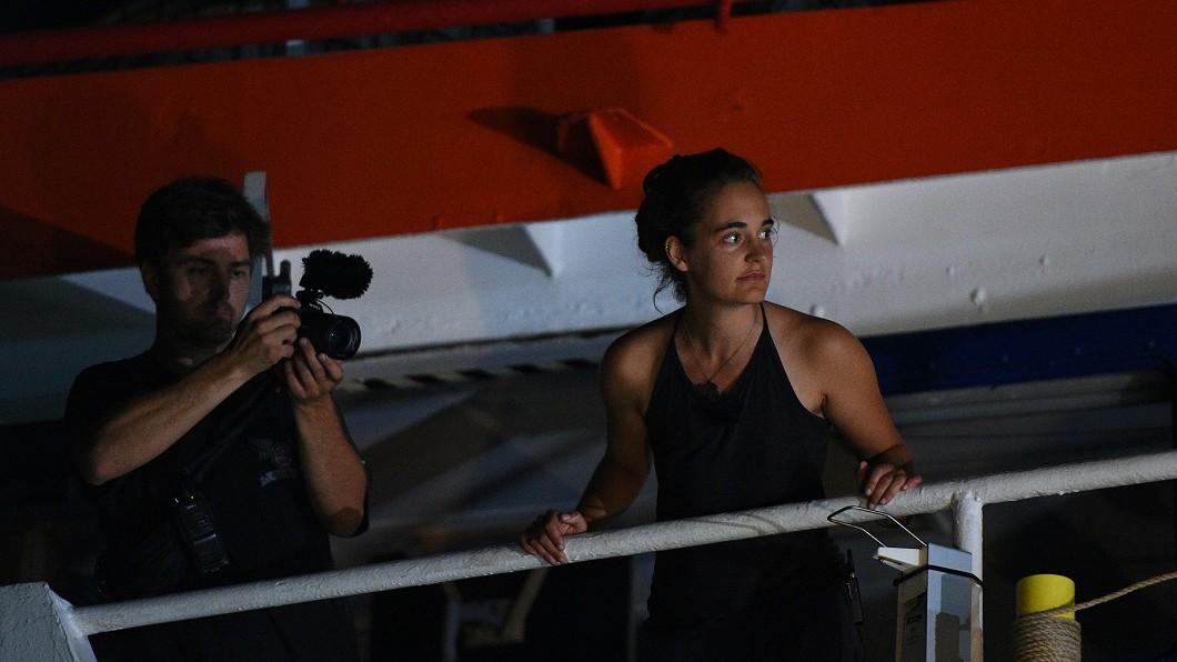 圖/達志影像路透社 德女船長救40難民強靠義港 遭控訴恐坐牢10年
