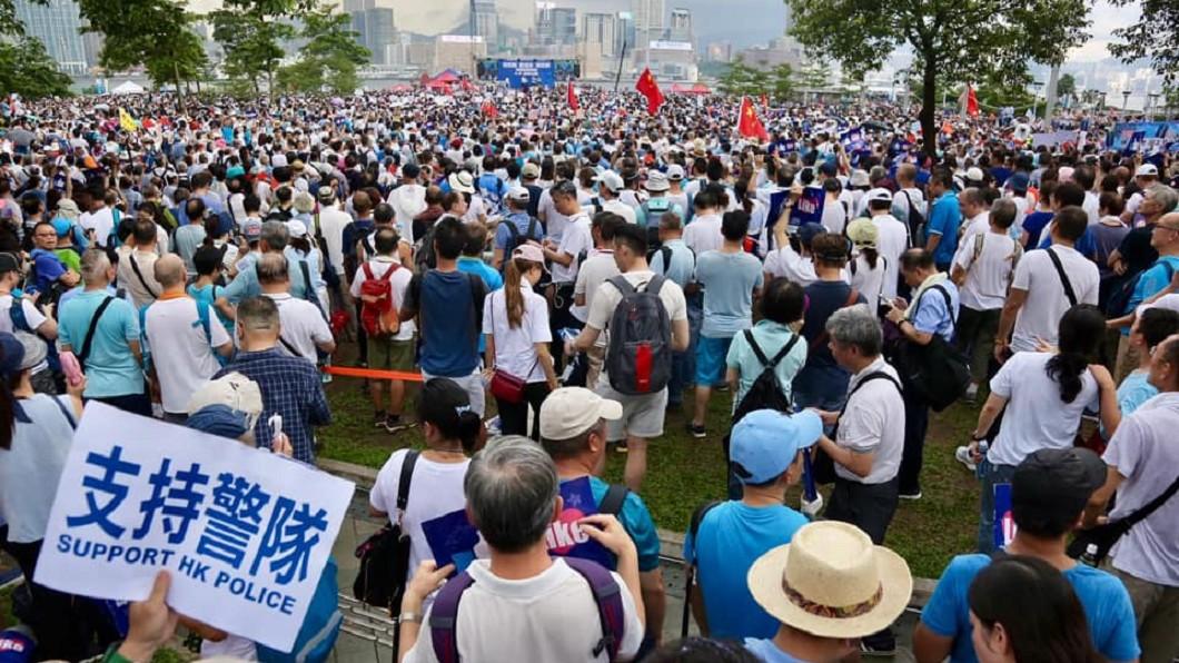 圖/翻攝自「向香港警察致敬」臉書