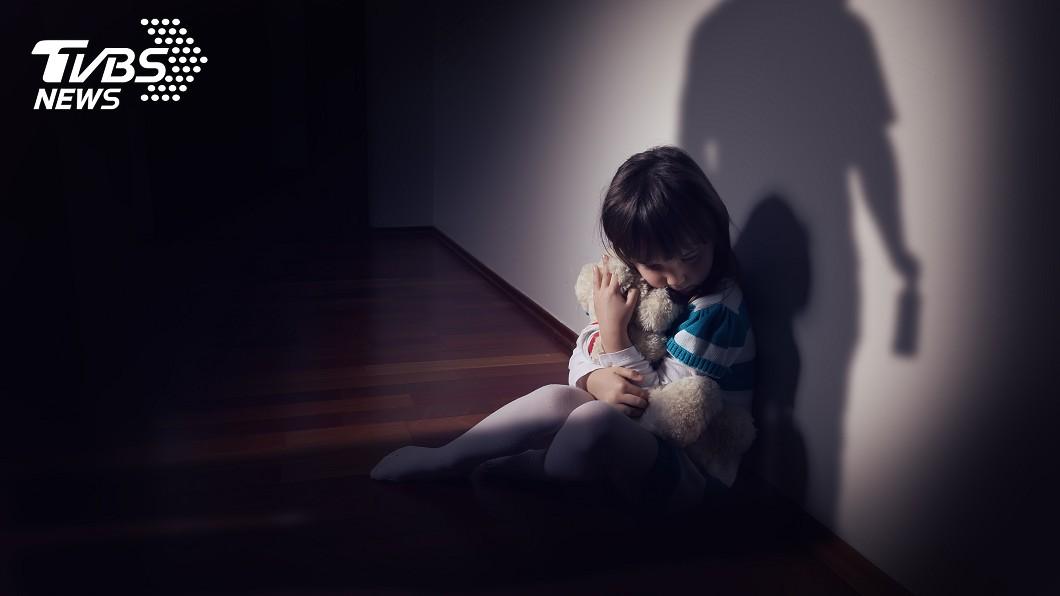 示意圖/TVBS 只會說痛痛!狠父母鐵棍狠虐3子女 最小女嬰多處骨折