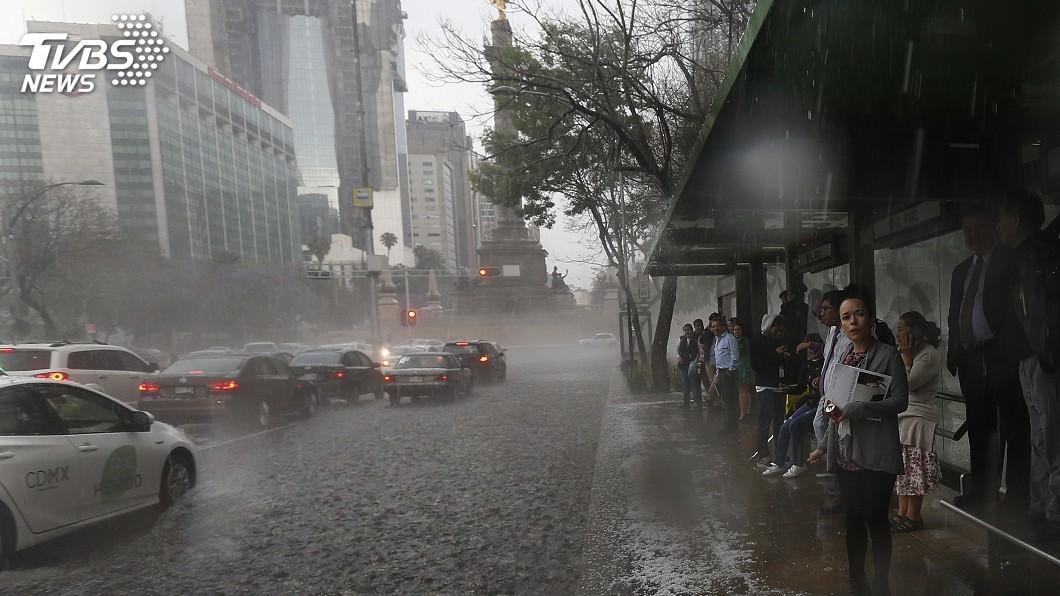 圖/達志影像美聯社 歐洲熱浪未舒緩 墨國東南城市熱天下冰雹