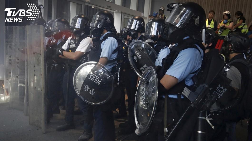 圖/達志影像美聯社 民眾阻7/1升旗 港警再用胡椒噴劑驅離