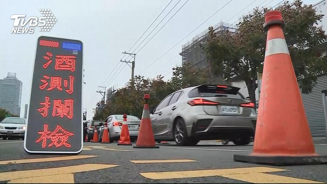 酒駕新制上路,尤其罰鍰金額提高,提醒民眾千萬別以身試法。(圖/TVBS) 酒駕新制!中市開首張18萬拒測 竹市2乘客連坐挨罰