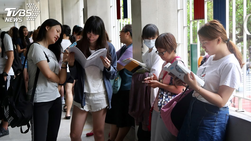 圖/中央社 指考國文考題偏向理解 題目不長答題順手
