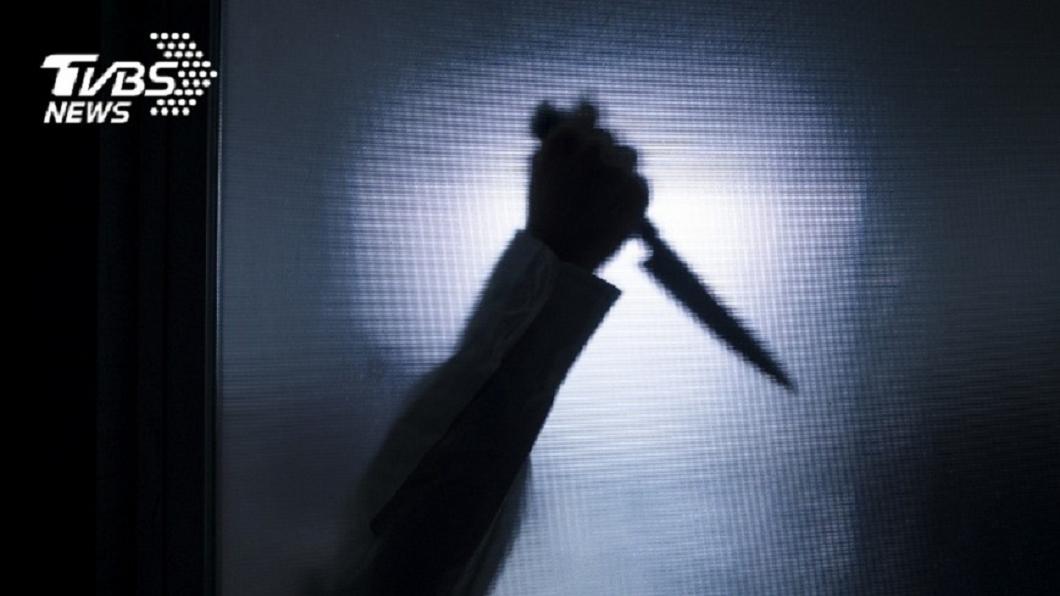 台中一名逆子時常家暴老父親,鄰居陪同報警,他一氣竟持刀朝對方砍殺。(示意圖/TVBS) 父遭家暴鄰居陪同報警 逆子持6刀砍人嗆:讓你死