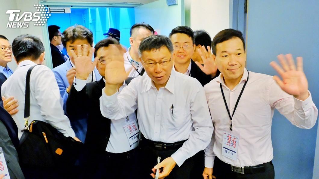 圖/中央社 搭機赴雙城論壇 柯文哲:交流市政關心居陸台灣人