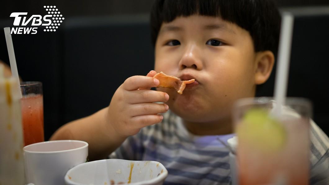 圖/TVBS示意圖 一天狂嗑5餐炸雞!5歲男童罹脂肪肝 住院還帶零食吃