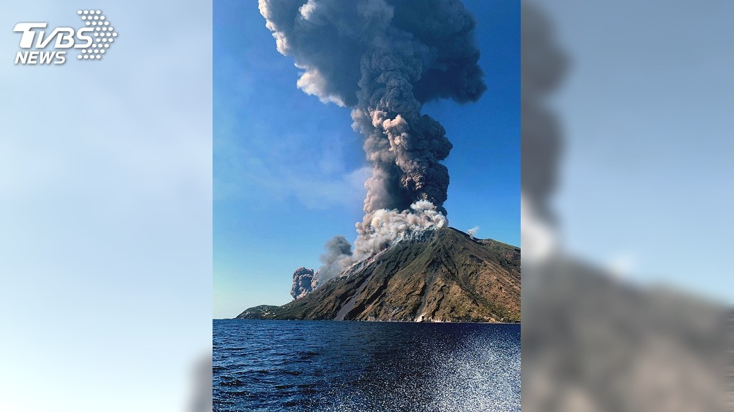 圖/達志影像美聯社 天降火雨如在地獄 義大利斯特龍伯利島火山噴發數人死傷