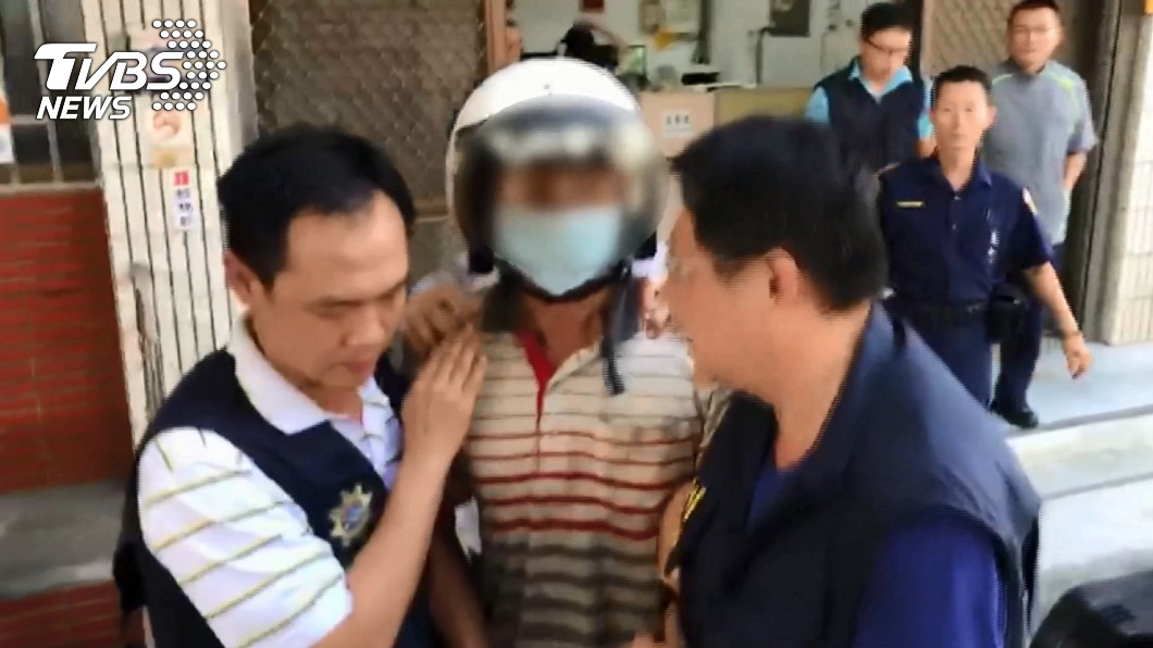 殺警的鄭姓嫌犯遭逮捕移送地檢署。(圖/TVBS)