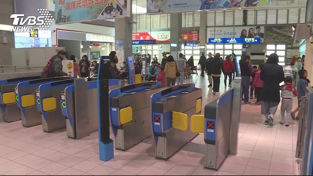 許多民眾會貪小便宜,搭乘火車時藉機逃票。(示意圖/TVBS) 票價不貴還要逃票?台鐵基層曝辛酸:前輩勸別主動驗票