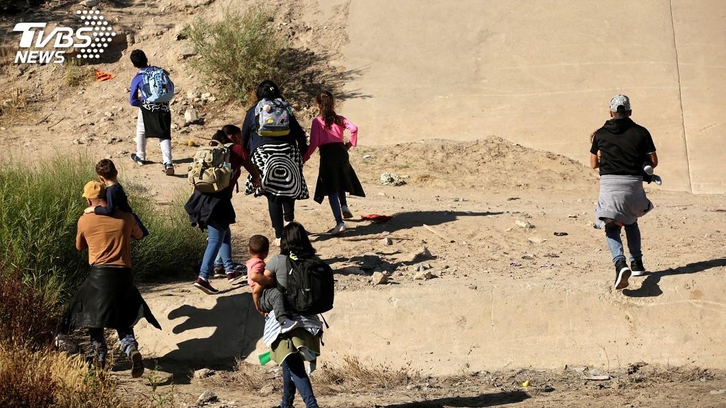 圖/達志影像路透社 不甩拘留所擁擠如牢籠 川普:移民可以不要來
